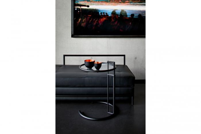 adjustable table e1027 black version von classicon design eileen gray 1927. Black Bedroom Furniture Sets. Home Design Ideas
