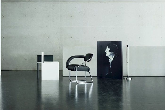 non conformist sessel von classicon design eileen gray 1926. Black Bedroom Furniture Sets. Home Design Ideas